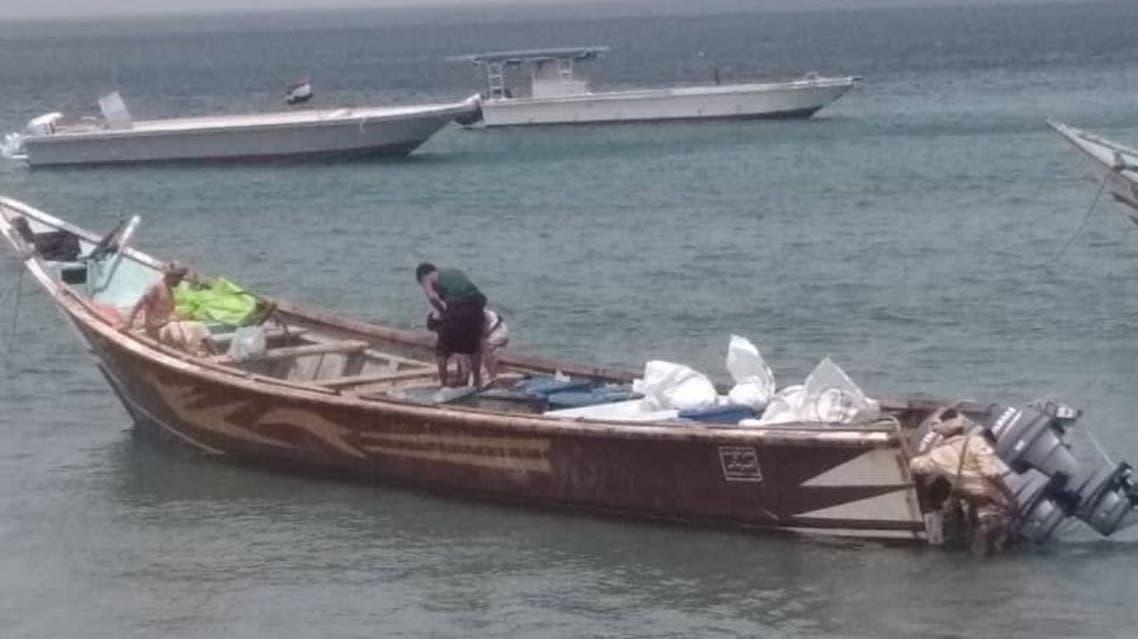 بالصور.. ضبط قارب ذخيرة قبل وصولهللحوثيين في البحر الأحمر