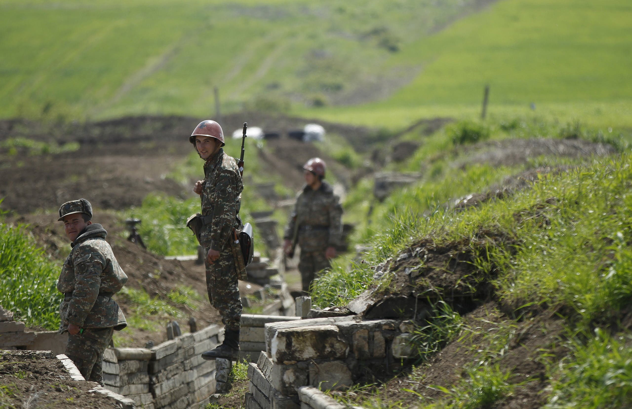 Ethnic Armenian soldiers stand in a trench at their position near Nagorno-Karabakh's town of Martuni. (File photo: Reuters)