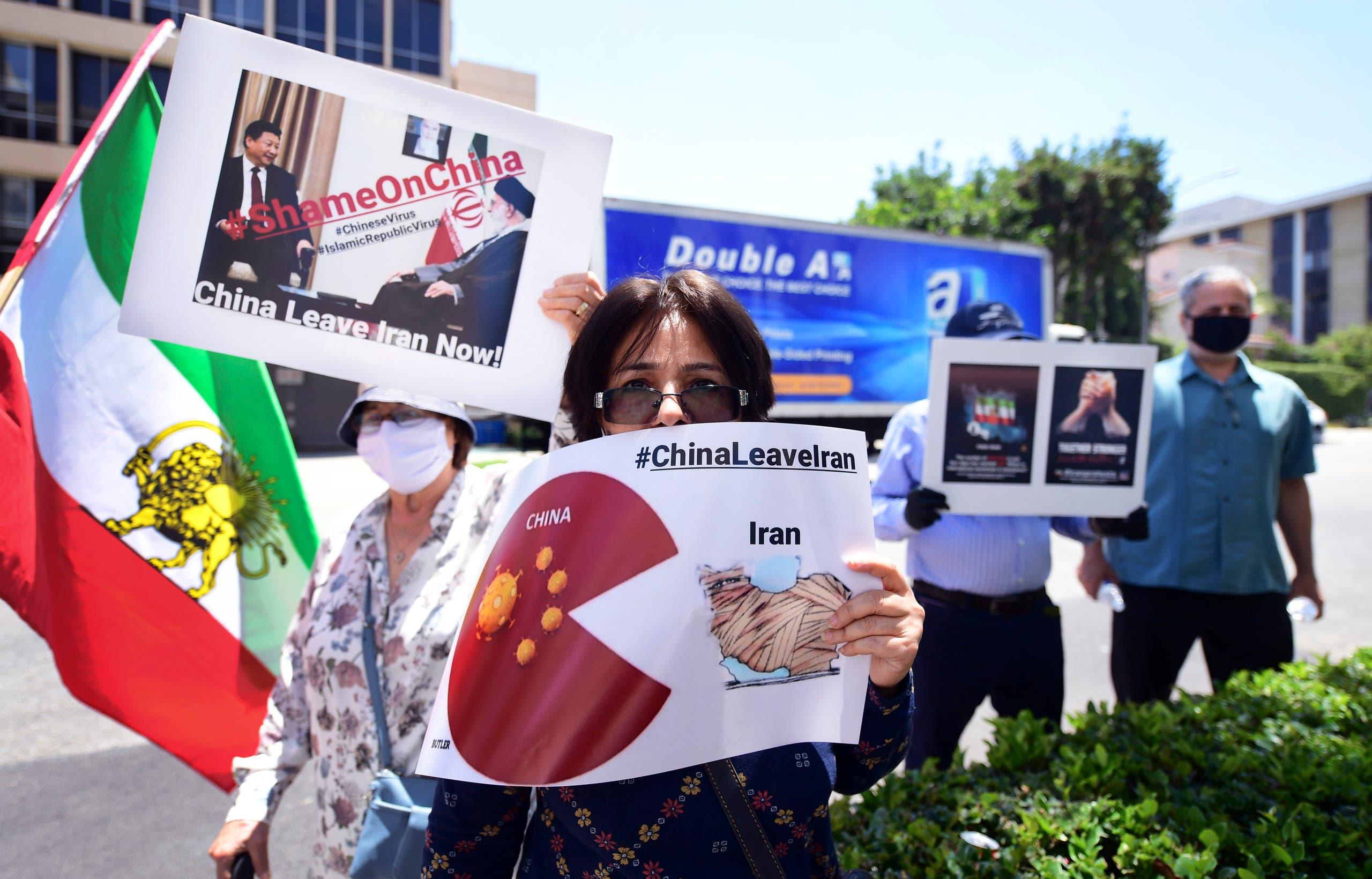 احتجاج على التعاون الإيراني الصيني أمام قنصلية الصين في لوس أنجلوس