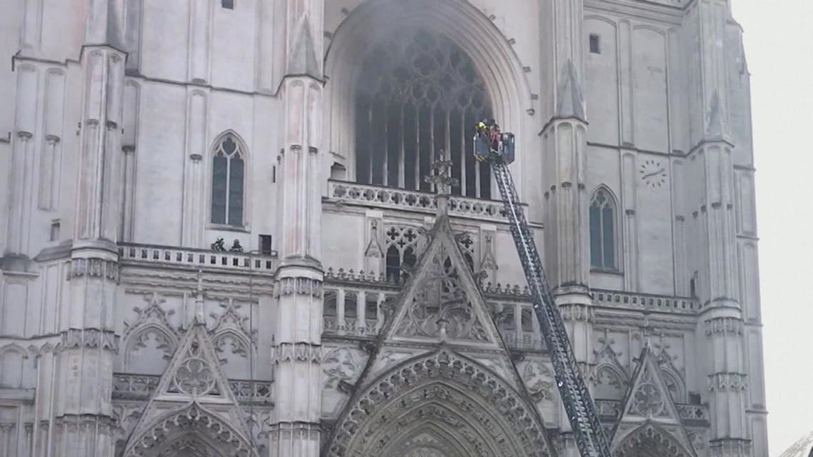 صور أولية بعد السيطرة على حريق كاتدرائية نانت غرب فرنسا