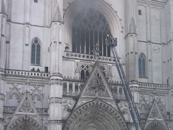جديد حريق كاتدرائية نانت.. متطوع كنسي يعترف