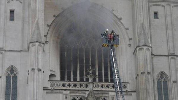 حريق ضخم في كاتدرائية نانت التاريخية غرب فرنسا