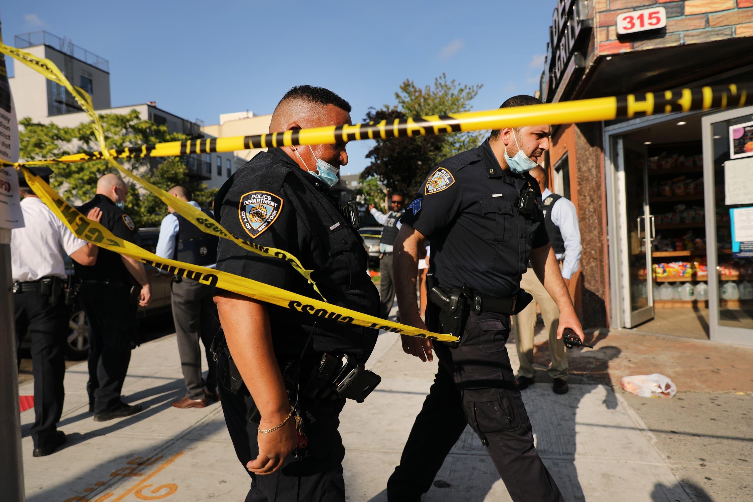 الشرطة في موقع وقوع جريمة في نيويورك الخميس