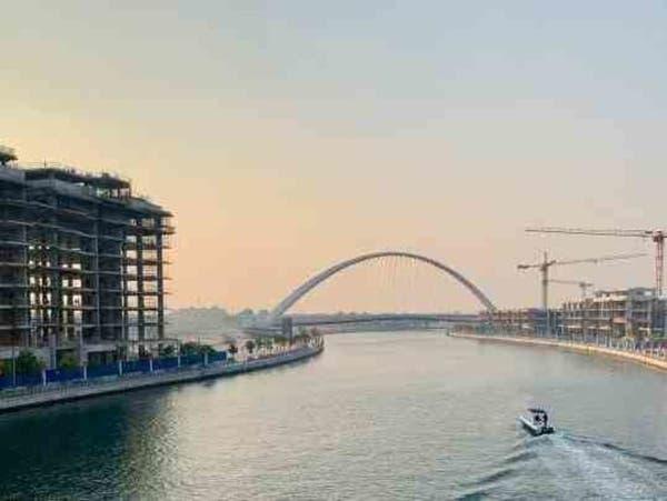 تواصل البناء على ضفاف قناة دبي المائية