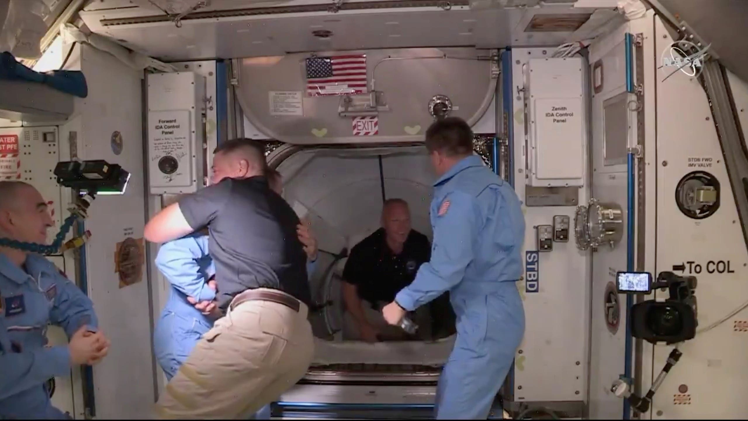 من وصول رائدي الفضاء الأميركيية إلى المحطة الدولية