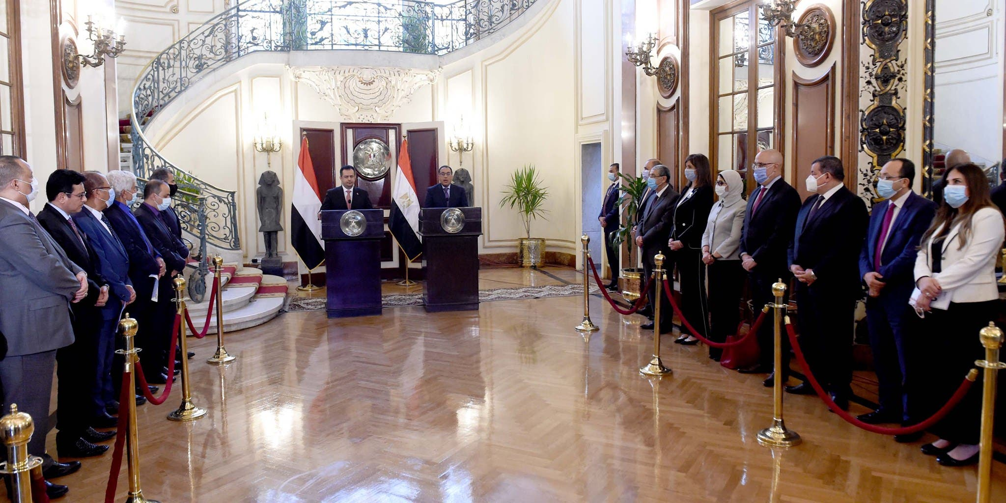 رئيس  الوزراء المصري مصطفى مدبولي ونظيره اليمني معين عبد الملك