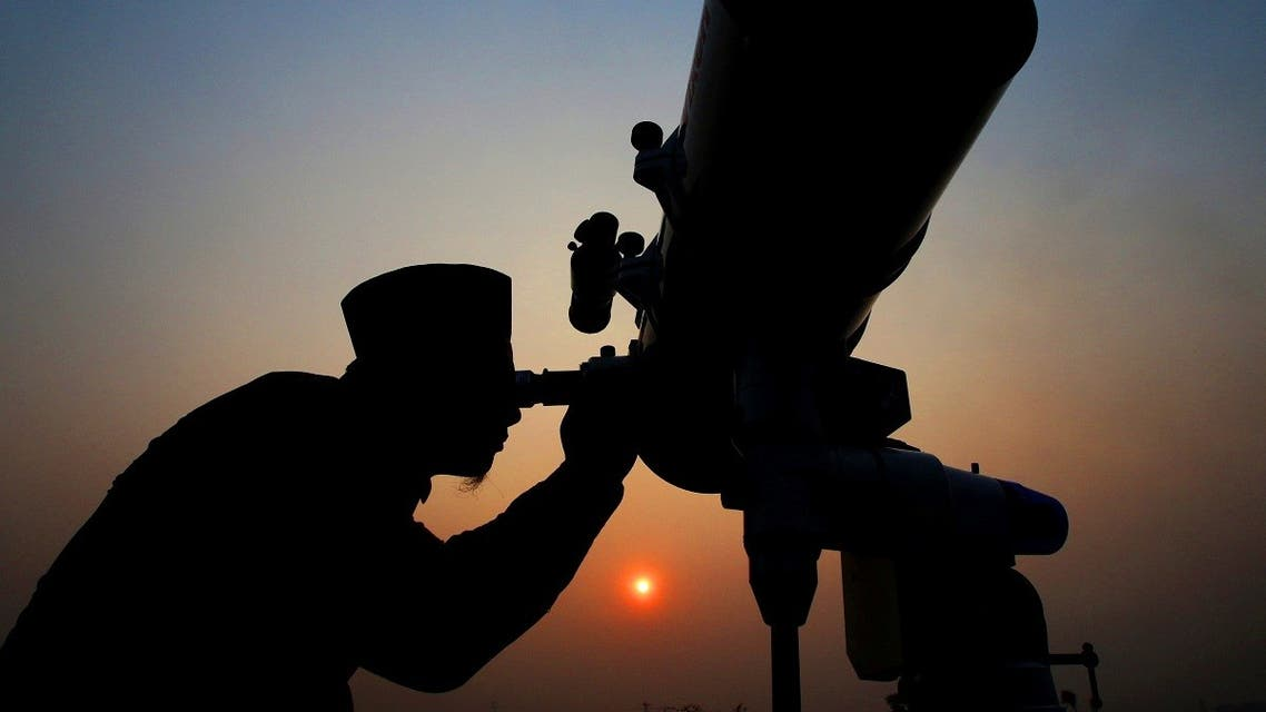 An official looks through a telescope for the sighting of the new moon for the start of the Muslim fasting month of Ramadan at a religious boarding school in Jakarta. (File photo: Reuters)
