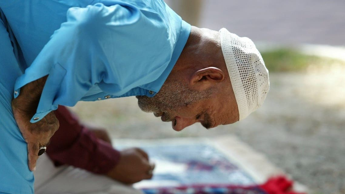 A Pakistani Muslim takes part in Friday prayers at a Deira mosque in Dubai October 29, 2004, during the holy month of Ramadan. (Reuters)