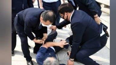 حدث في سيول..ضرب الرئيس بالحذاء ورفضت المحكمة اعتقاله!