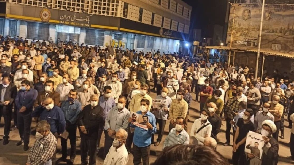 Protesters take to the streets in Iran's southwestern Behbahan. (Twitter)
