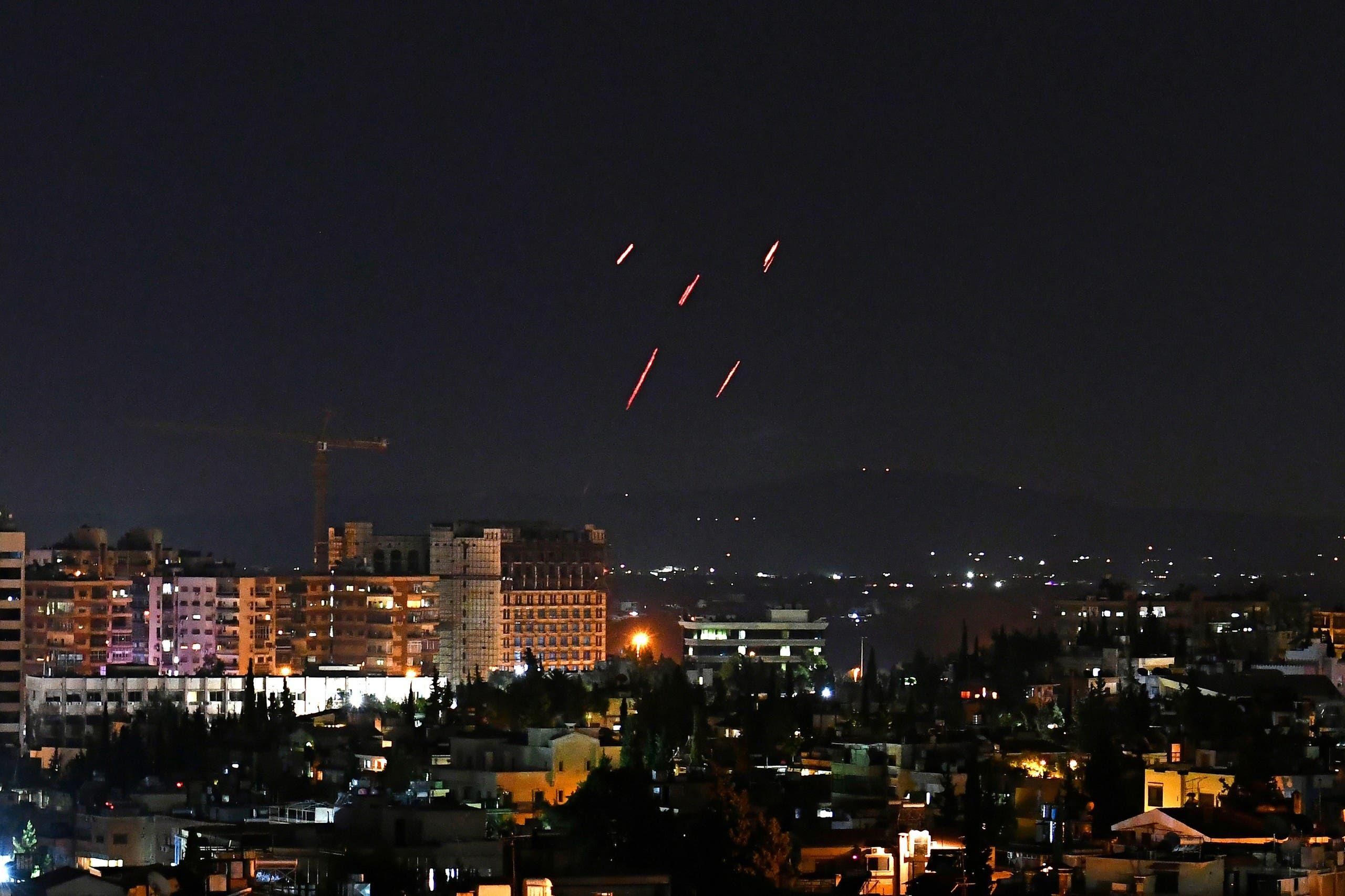 من محاولة الدفاعات الجوية للنظام التصدي للقصف الإسرائيلي جنوب دمشق أمس