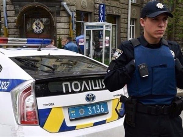 مسلح يحتجز 20 رهينة بحافلة في أوكرانيا