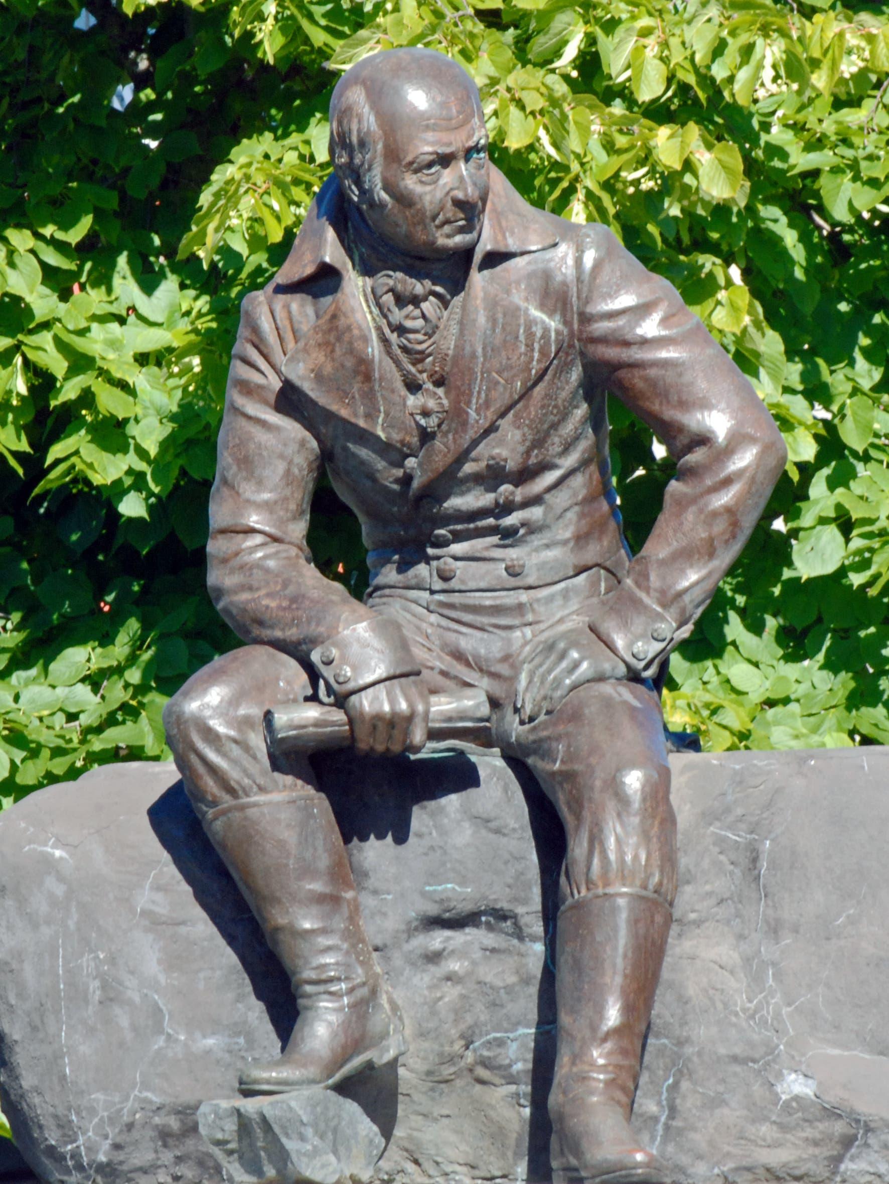 تمثال ألكسندر بارانوف
