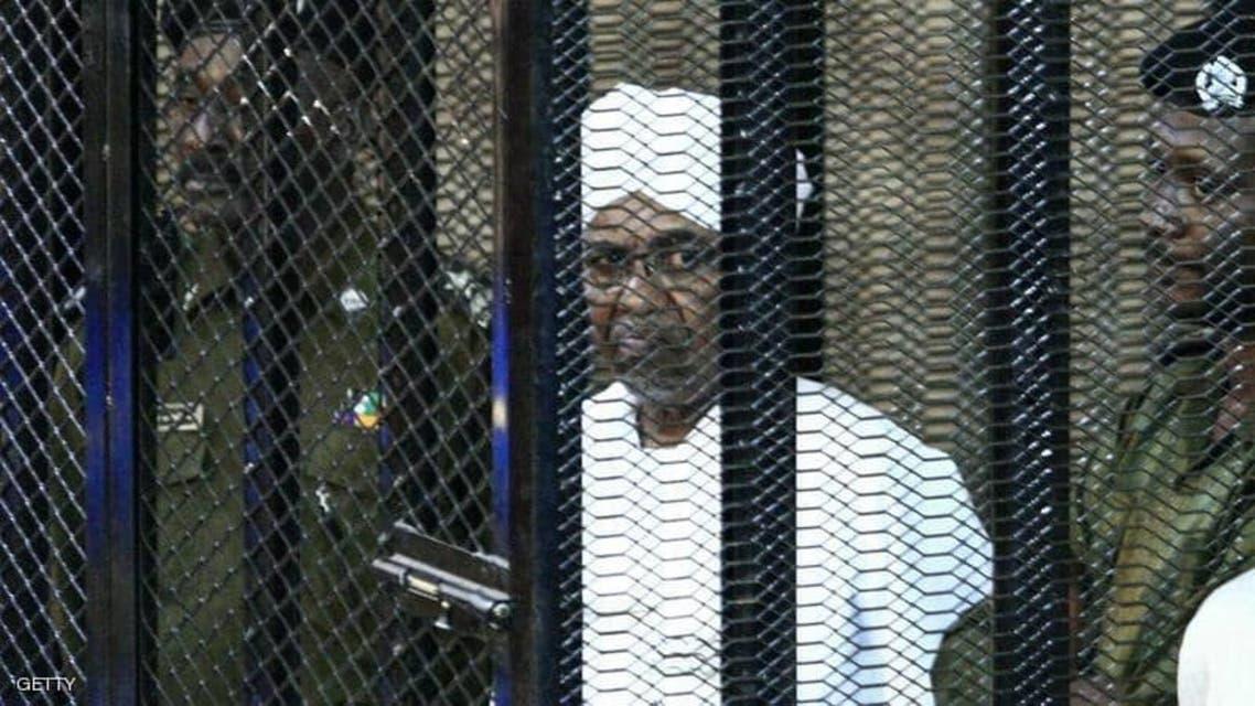 السودان.. البشير أمام القضاء بتهمة الانقلاب على الحكومة عام 1989