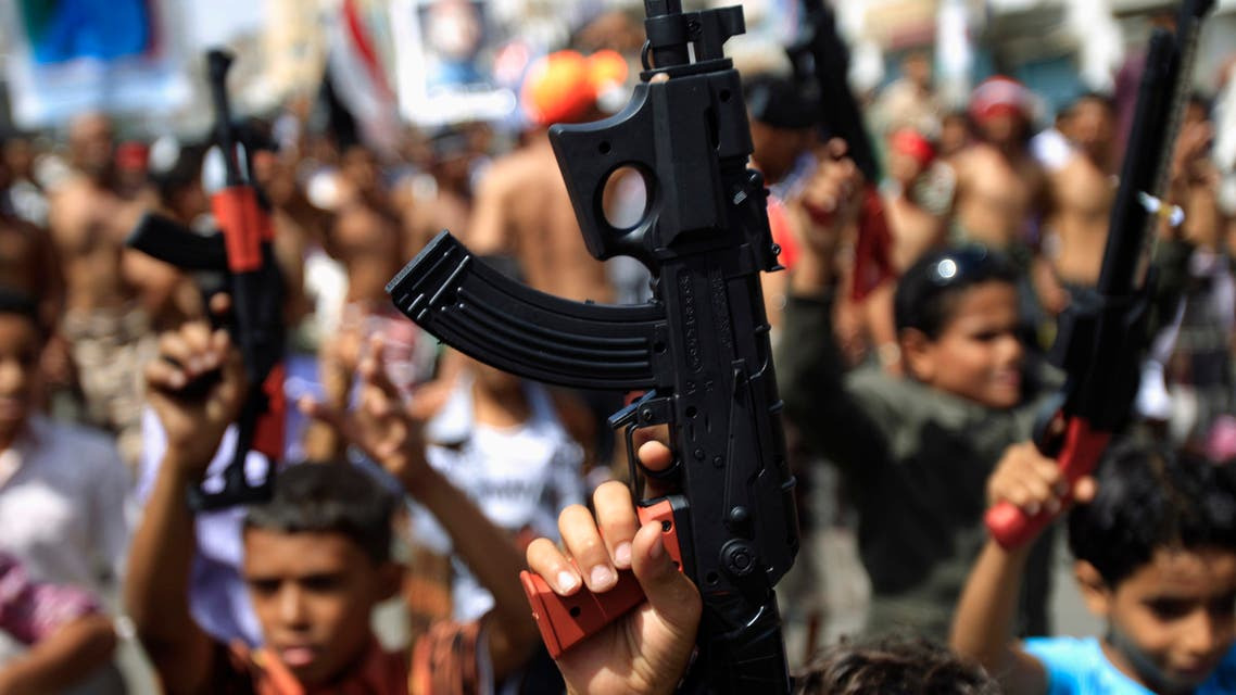 Children hold up toy guns during a march with anti-government protesters to demand the ouster of Yemen's President Ali Abdullah Saleh in the southern city of Taiz November 9, 2011. REUTERS/Khaled Abdullah (YEMEN - Tags: POLITICS CIVIL UNREST)