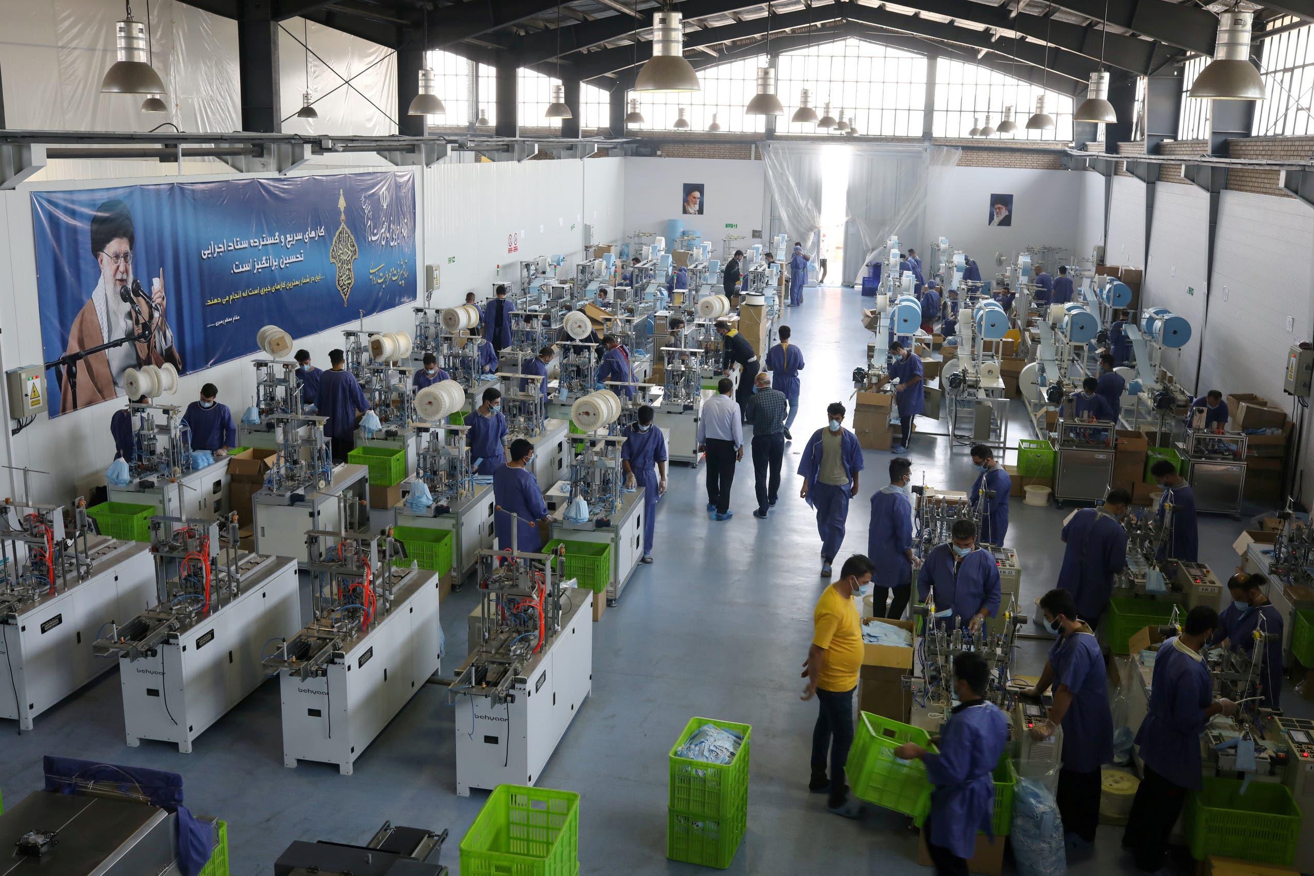 مشغل لصناعة الكمامات للوقاية من كورونا في إيران