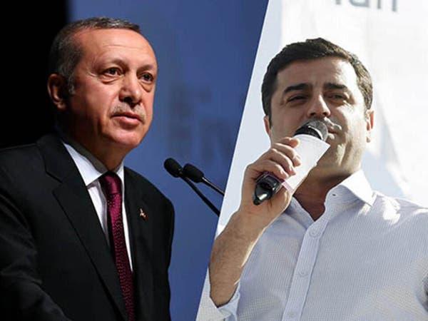 أم سياسي معتقل لأردوغان: ابني نائب فكيف تصفه بالإرهابي؟