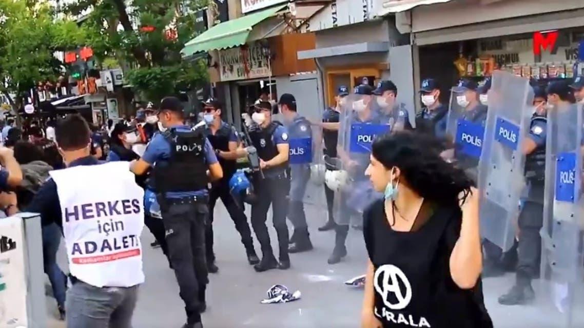 اعتداء على متظاهرين في تركيا