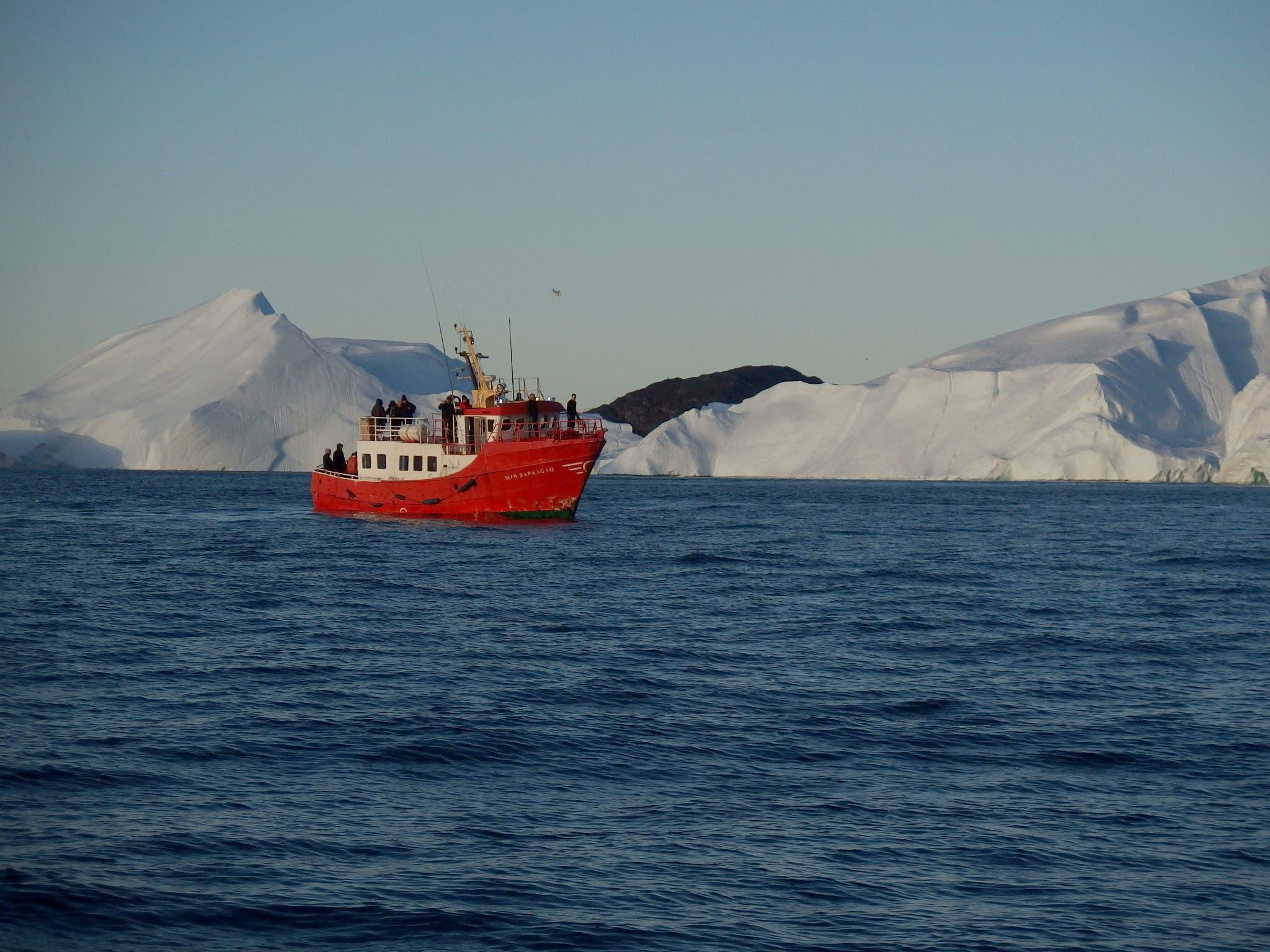 باخرة سياحية قبالة غرينلاند