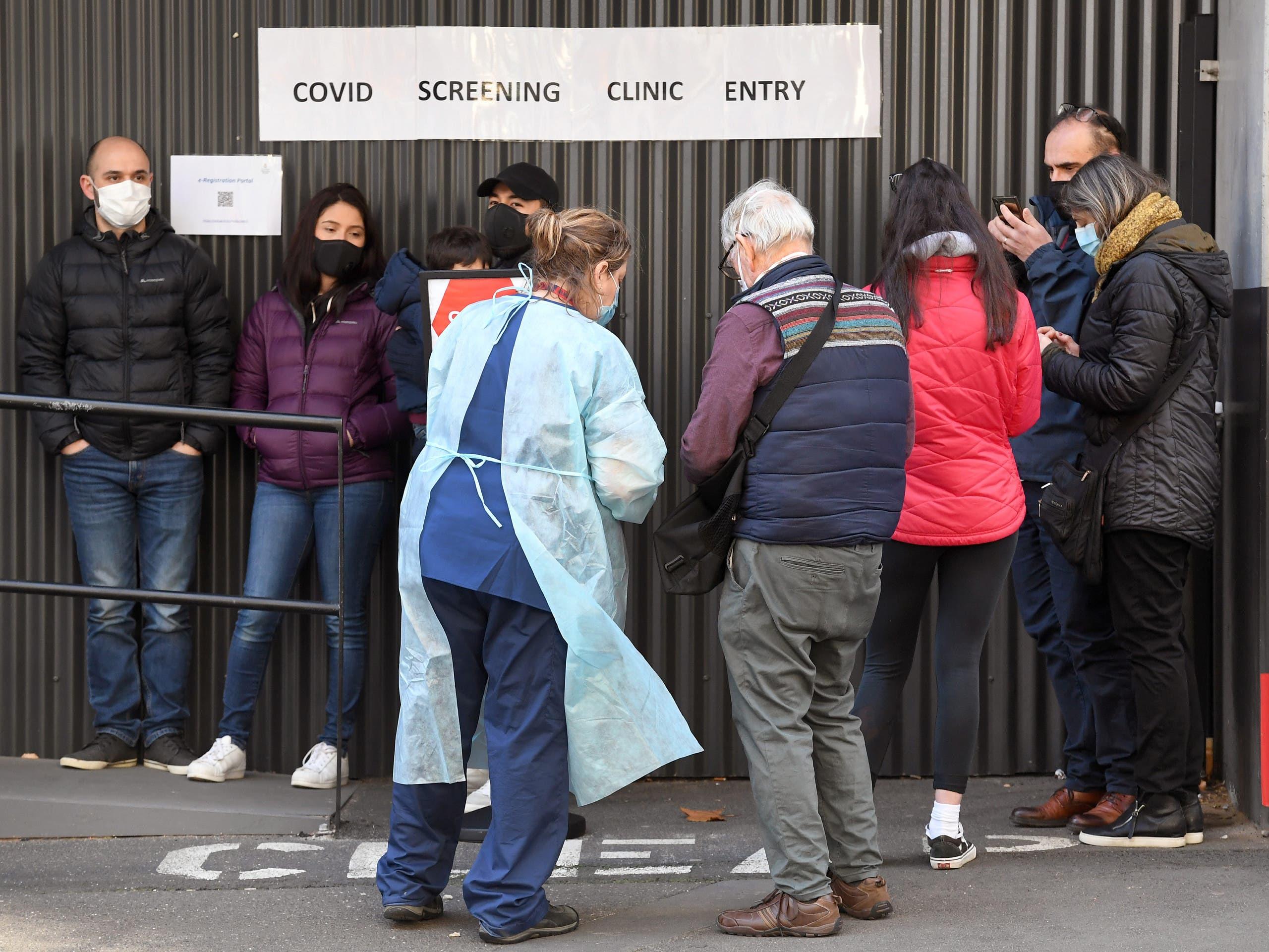 طابور انتظار أمام مركز فحص كورونا في ملبورن