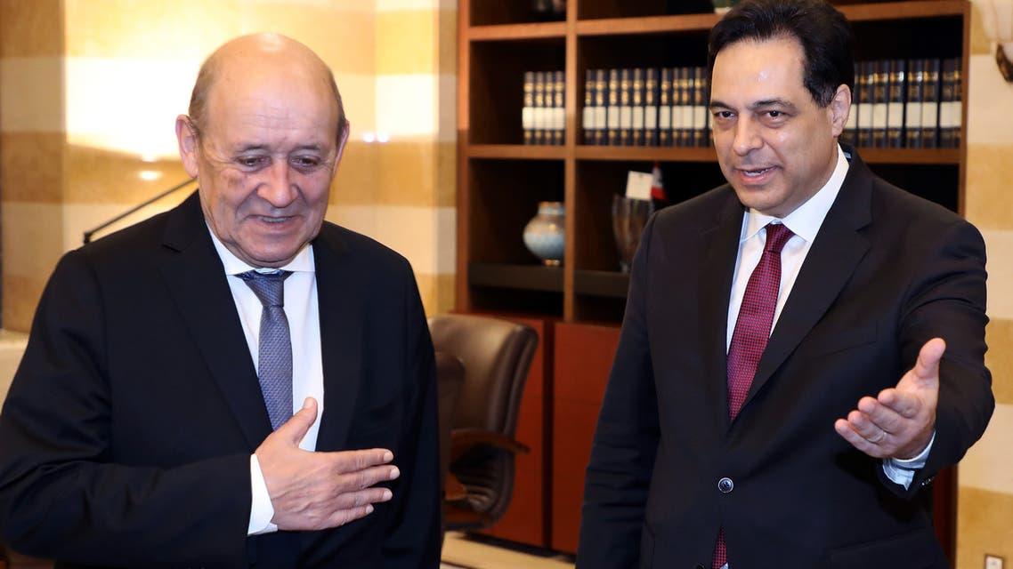 وزير الخارجية الفرنسي جان إيف لو دريان مع رئيس الحكومة اللبنانية حسان دياب(23 يوليو 2020- فرانس برس)