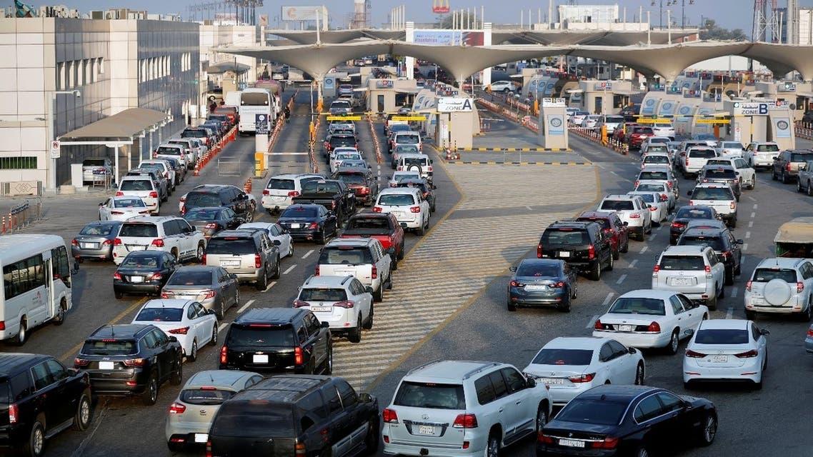 Cars line up at a checkpoint at  King Fahd Causeway, a bridge connecting Saudi Arabia and Bahrain, at Bahrain-Saudi border, August 22, 2019. (Reuters)
