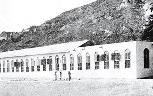 أول مصنع للكسوة في السعودية