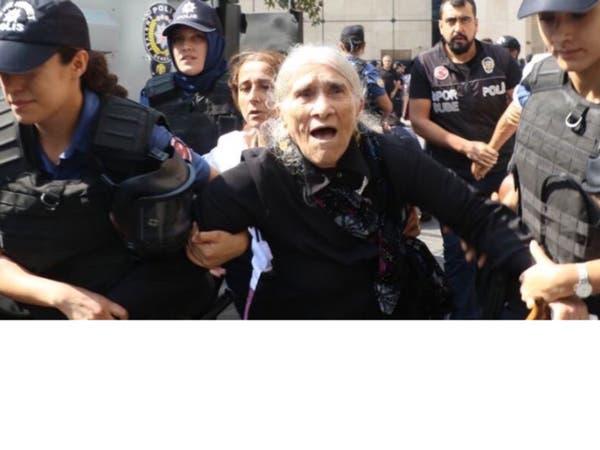 شاهد.. الشرطة التركية تعتدي على أمهات المعتقلين