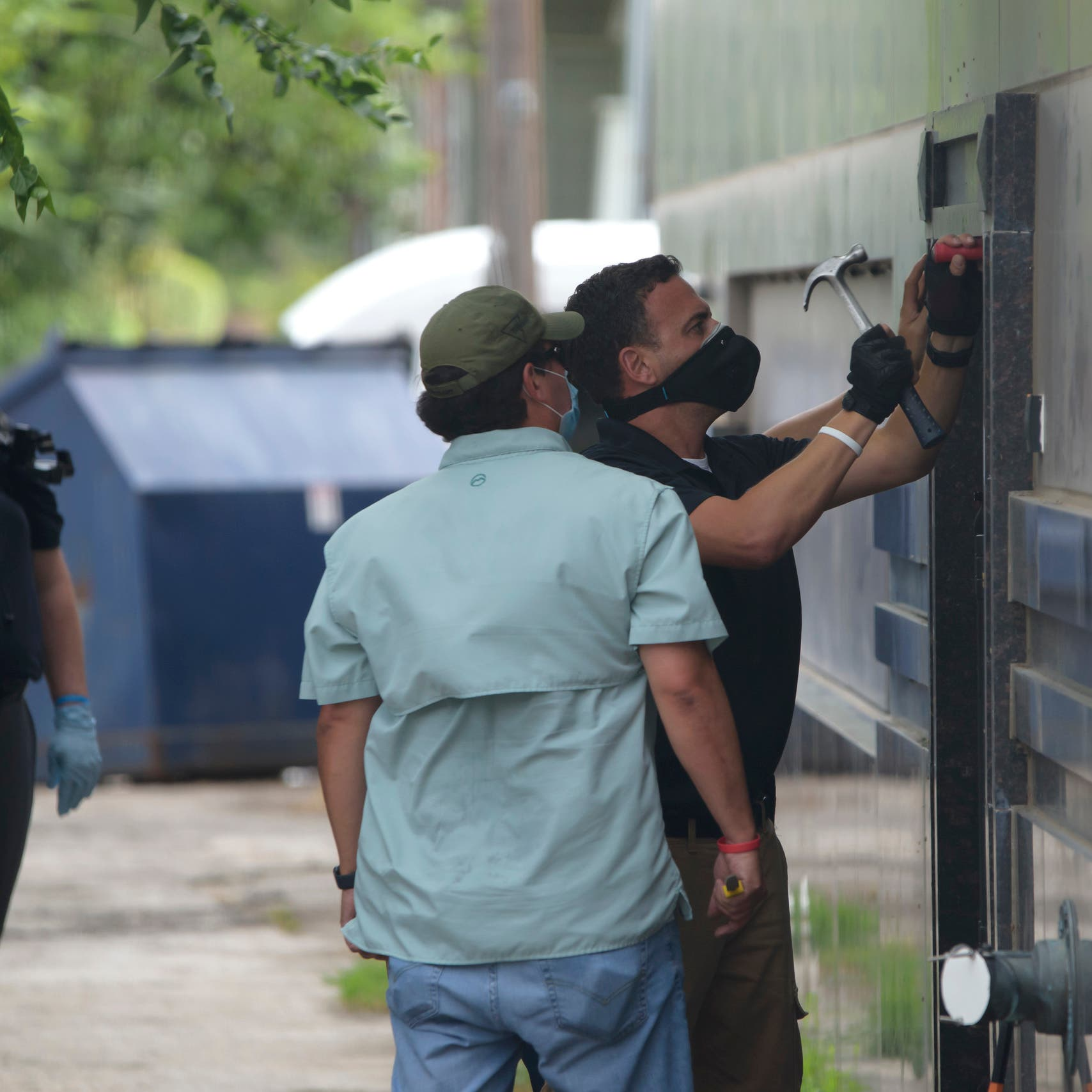 المهلة انتهت.. الأمن يدخل قنصلية الصين في هيوستن