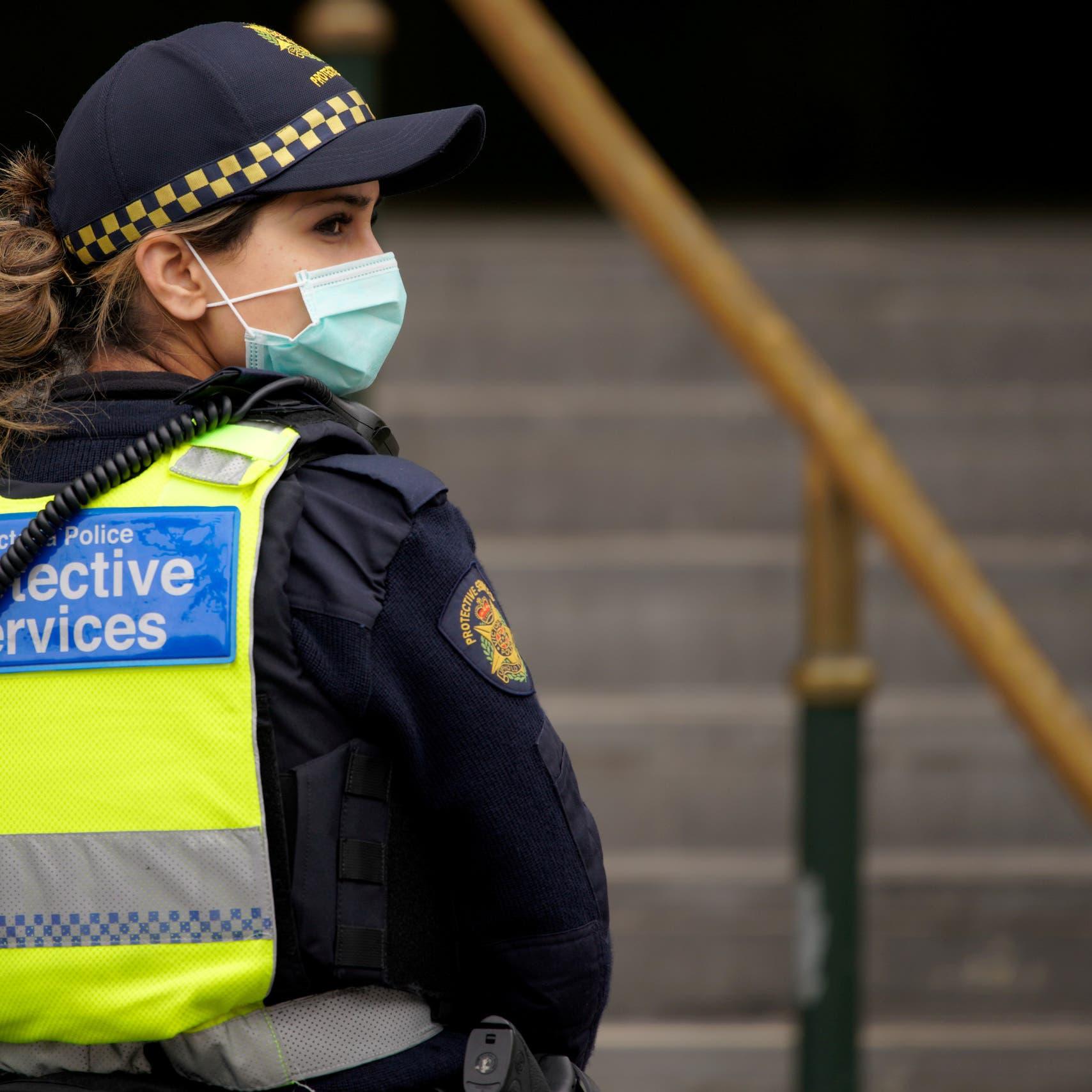 الوباء يحبس حياتنا القديمة.. دول تعود إلى الإغلاق
