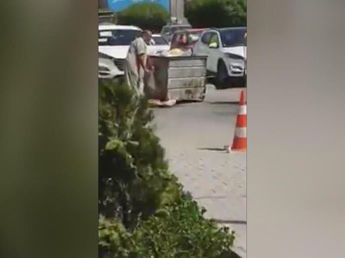 عراقي يأكل من القمامة يلهب صفحات التواصل.. وثورة ضد إيران