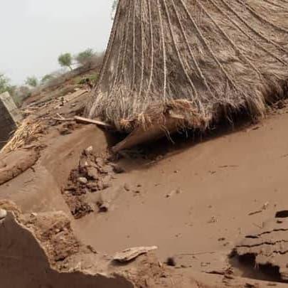 بالصور.. سيول جارفة تجتاح اليمن ووفاة 13 شخصاً
