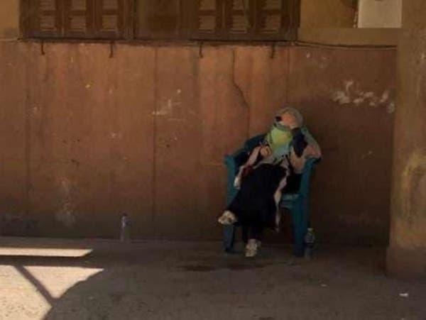 مطربة مصرية شهيرة في الشارع بعد انهيار بنايتها السكنية