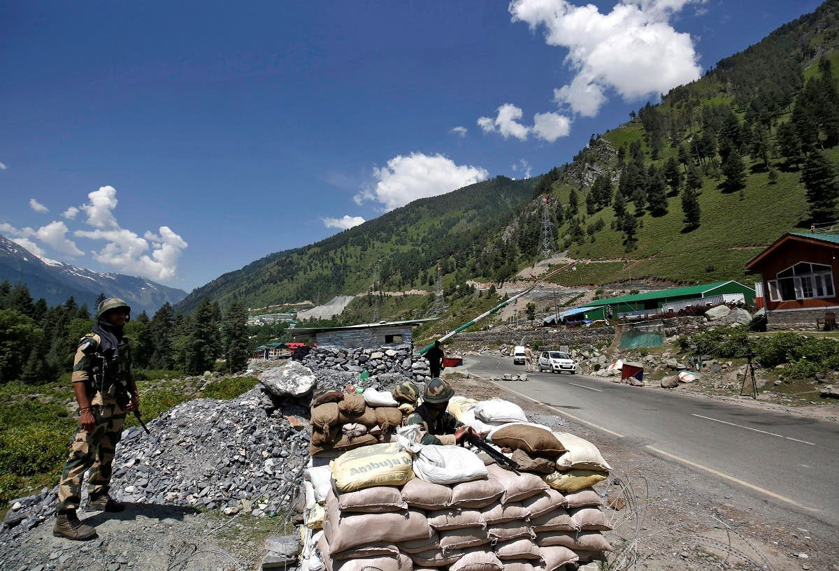 India's Border Security Force (BSF) soldiers stand guard at a checkpoint along a highway leading to Ladakh, at Gagangeer in Kashmir's Ganderbal district on June 17, 2020. (File photo: Reuters)
