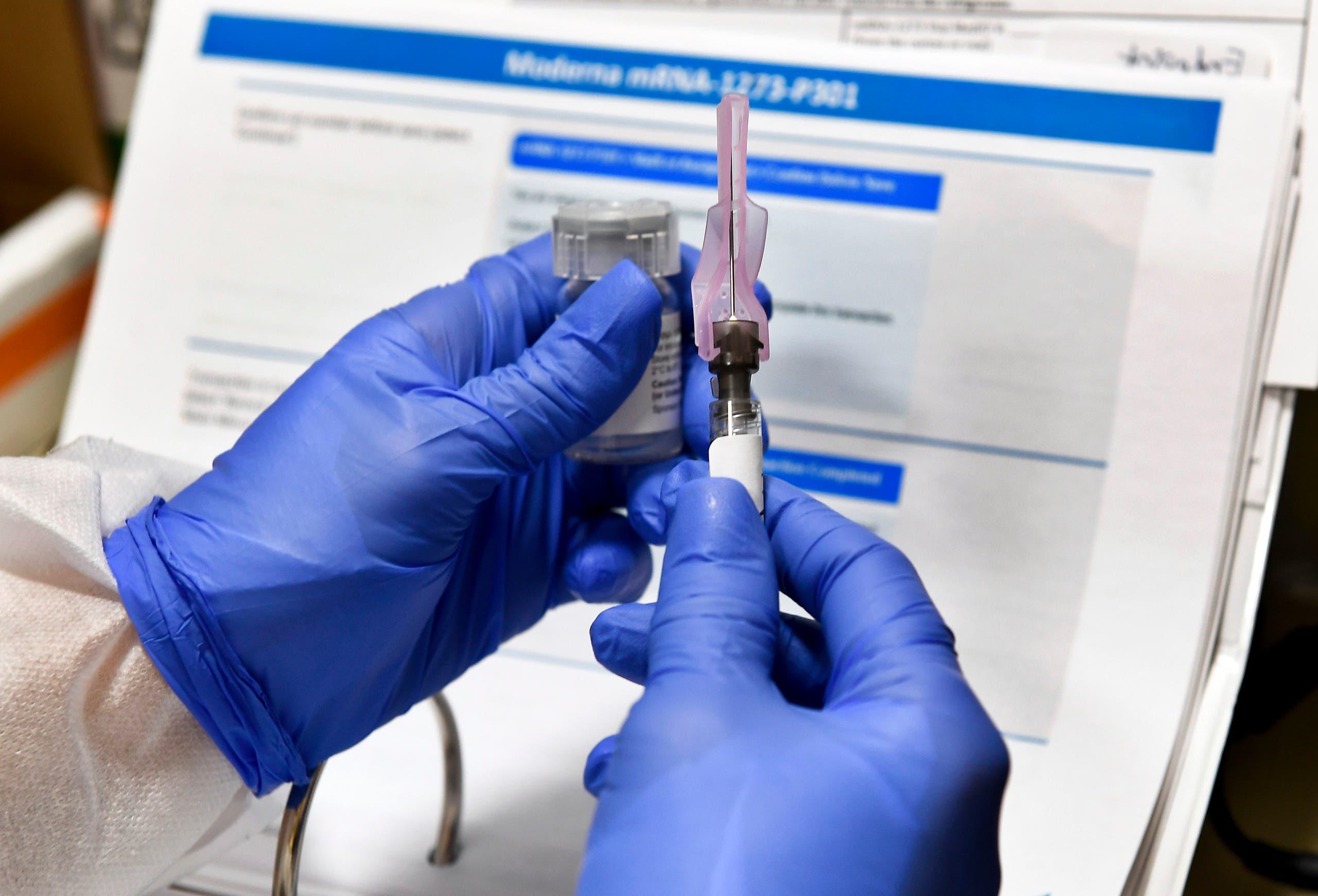 جرعة من اللقاح الذي تطوره مودرنا