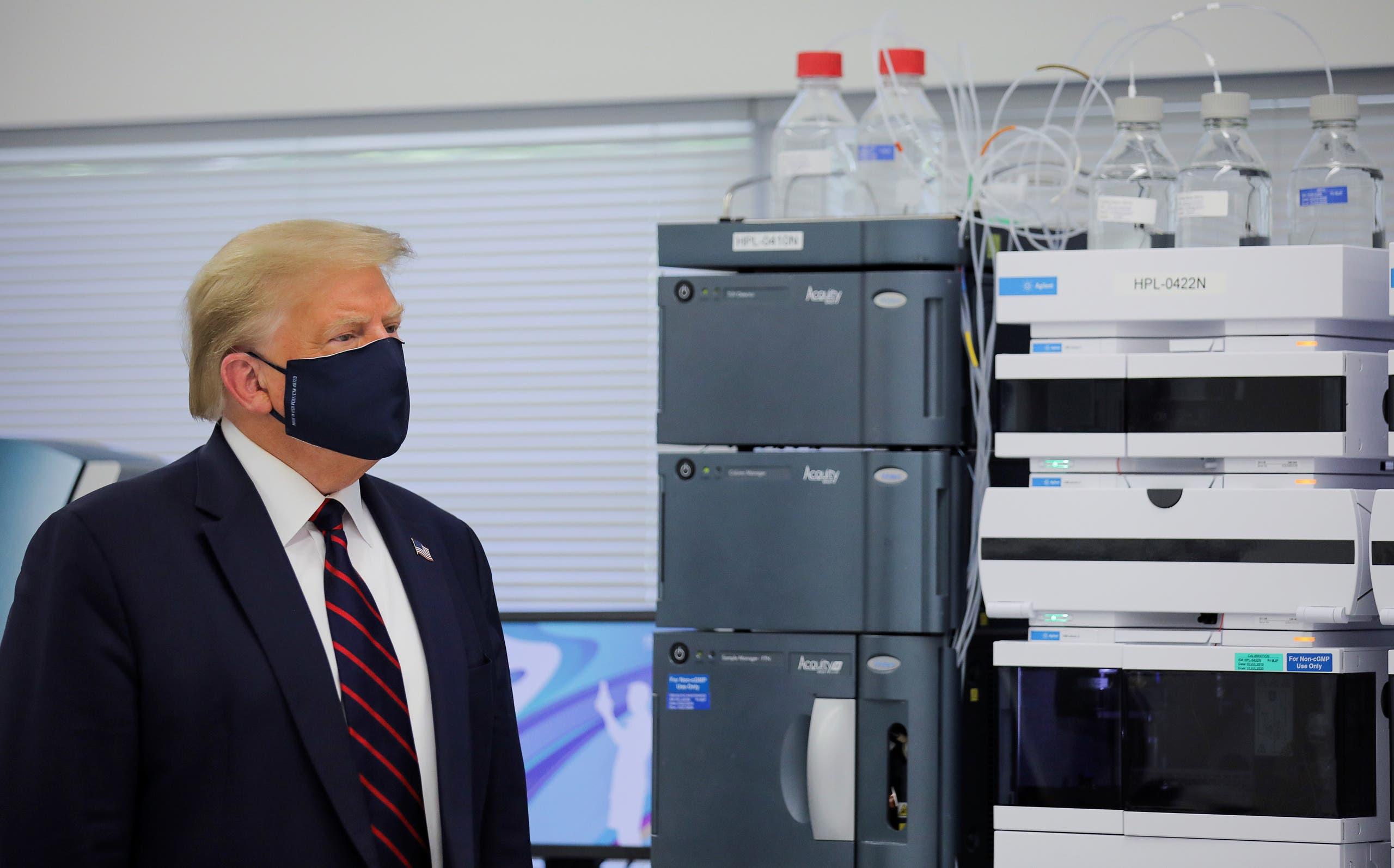 ترمب خلال زيارته لمصنع