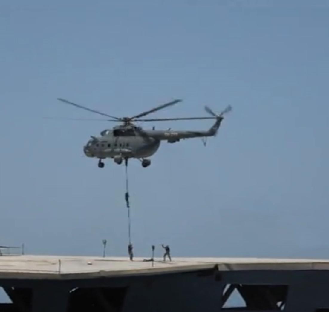 إانزال الحرس الثوري على حاملة الطائرات الوهمية