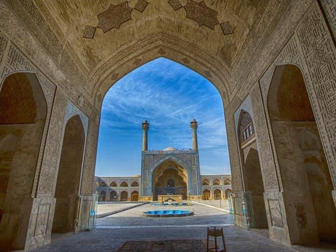 تركيا وإيران .. تتنازعان ملكية الخط العربي