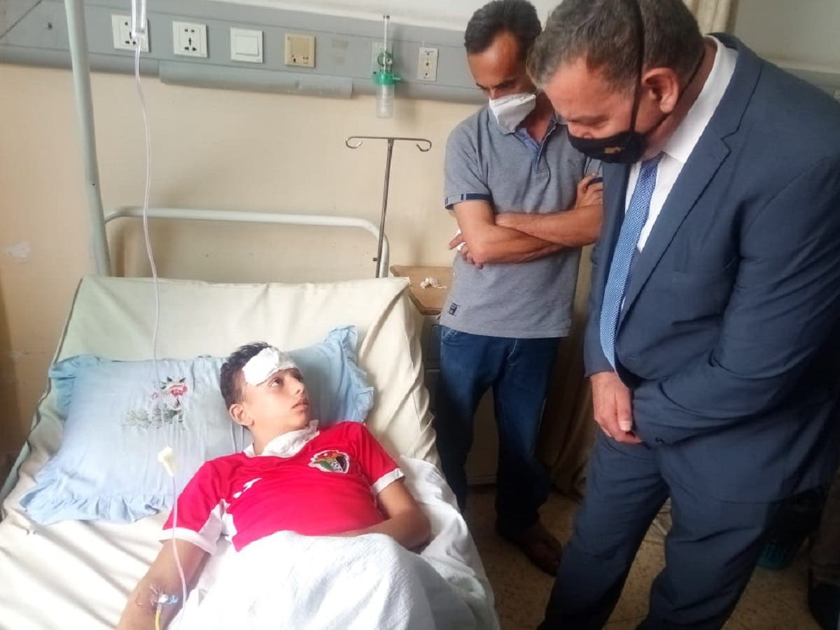 Jordanian Health Minister Saad Jaber visits food poisoning patients at a hospital. (Twitter)