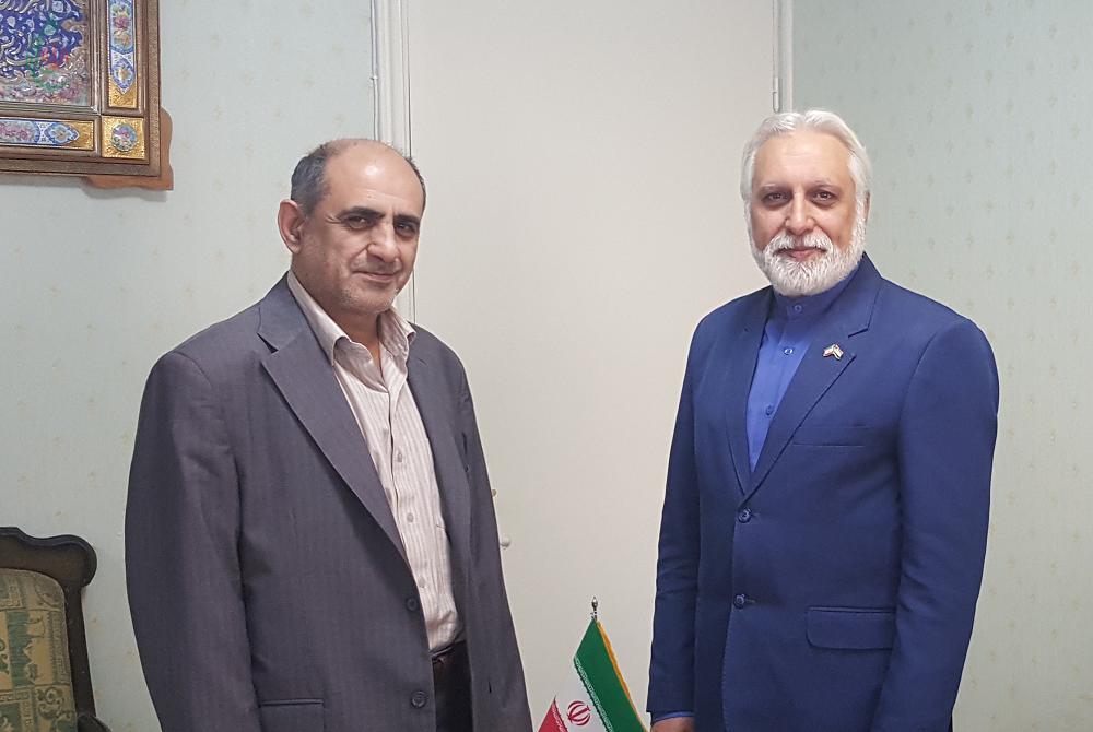 زهیر البغدادی با یکی از مسئولان سفارت ایران در دمشق