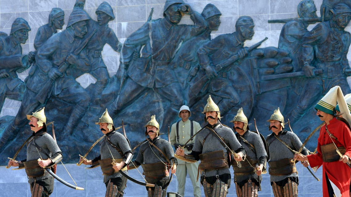 Turkish soldiers wearing Ottoman soldiers outfits march past the Gallipoli war memorial on April 24, 2006. (AP)