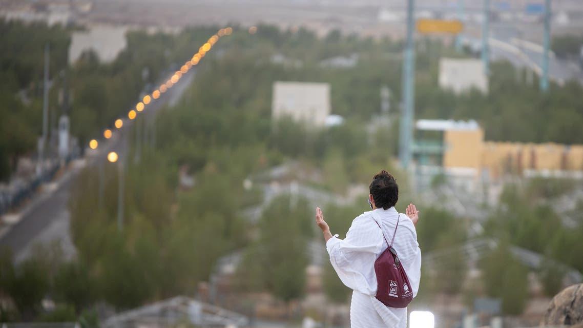 أحد الحجاج بجبل عرفات أمس الخميس