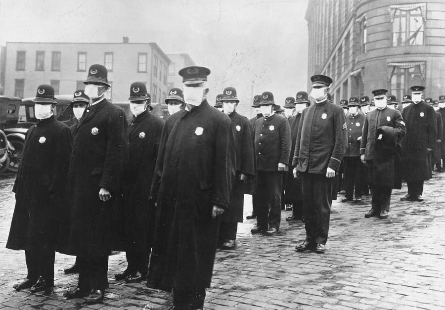 عدد من رجال الشرطة الأميركية في خضم فترة الوباء