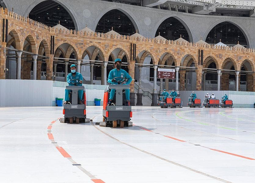 Coronavirus: 54,000 liters of disinfectants used daily to clean Mecca's Grand Mosque main