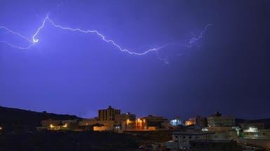 """كيف استطاع مصور رصد البروق في سماء """"الباحة""""؟"""