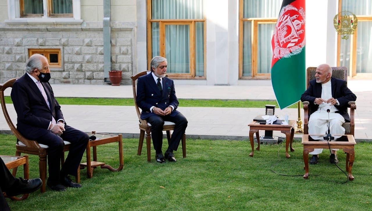 زلماي خليل زاد  يقابل أشرف غني في كابول بمايو الماضي