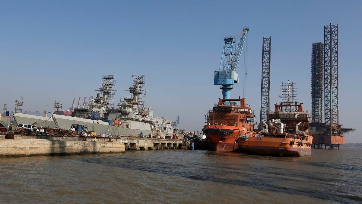 Crane collapses in state-owned Indian shipyard, killing 11 workers thumbnail