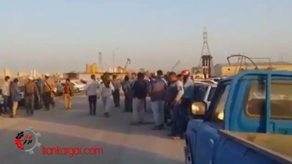 إيران.. إضرابات واسعة يقودها عمال وموظفو مصافي النفط