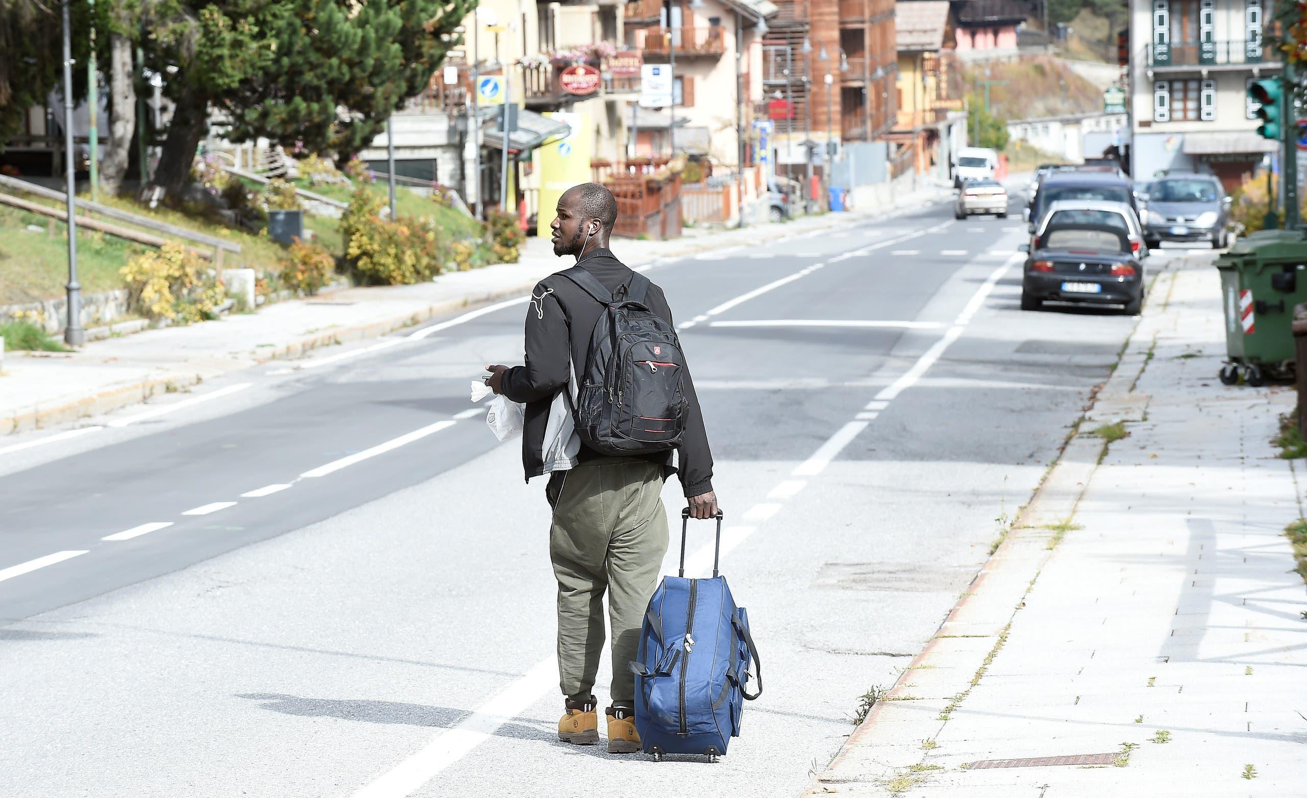 مهاجر يحاول العبور من إيطاليا إلى فرنسا