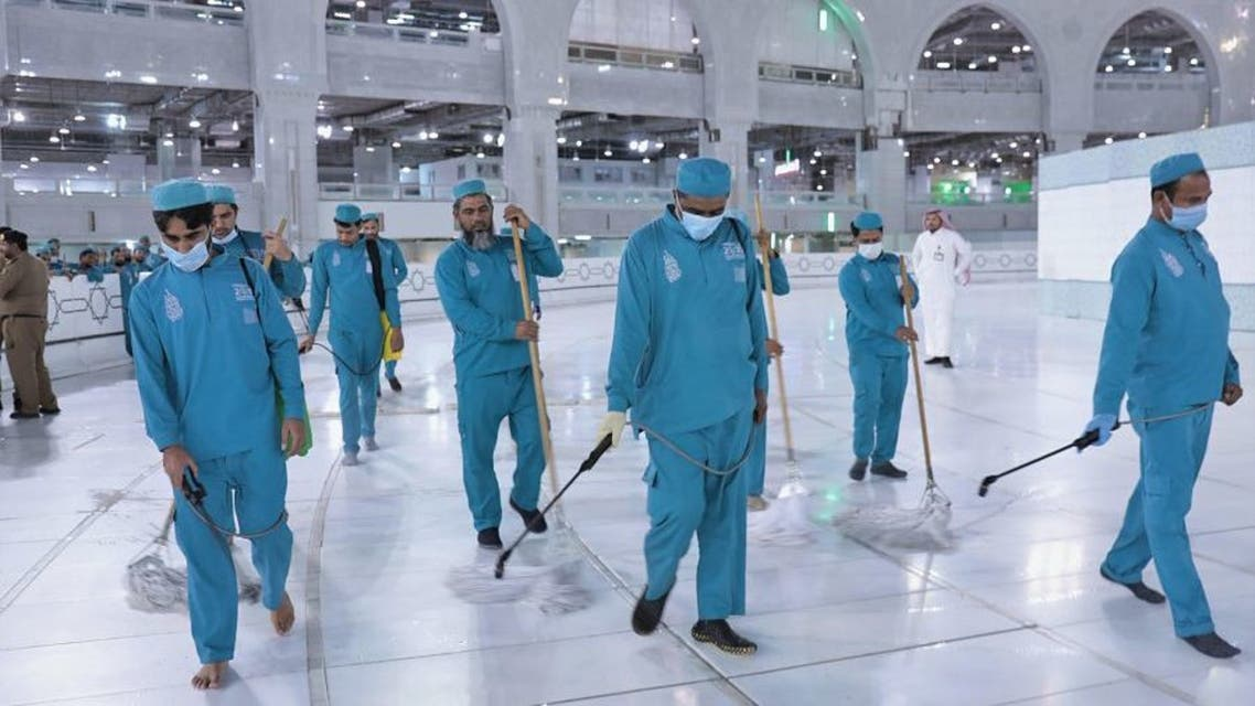 Coronavirus: 54,000 liters of disinfectants used daily to clean Mecca's Grand Mosque